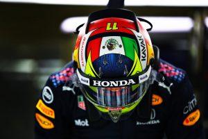 casco del piloto mexicano Checo Pérez
